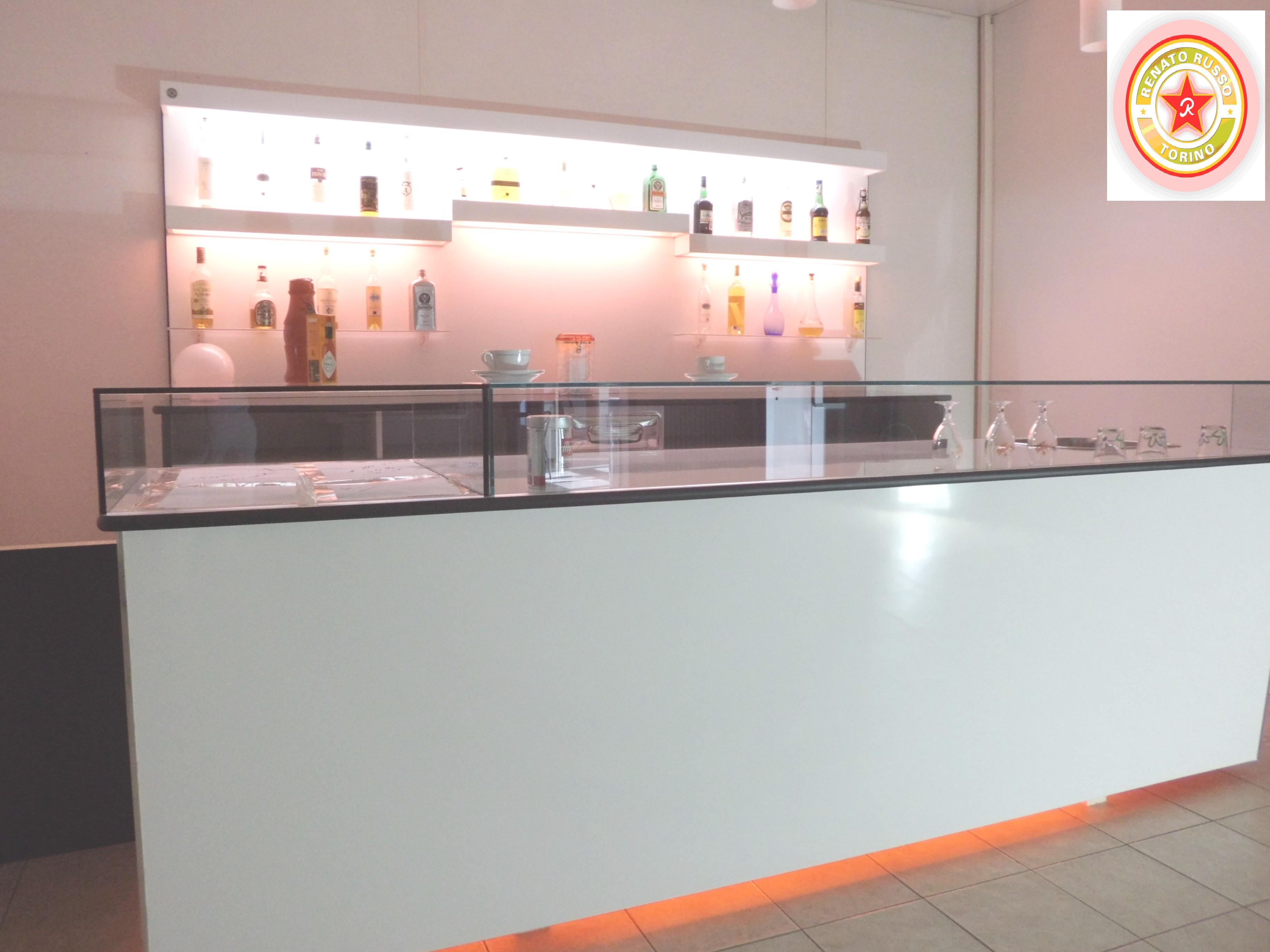 Arredamenti per bar e negozi compra in fabbrica banconi for Banchi bar e arredamenti completi